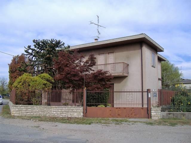 Villa in vendita a Busto Arsizio, 4 locali, prezzo € 278.000 | CambioCasa.it