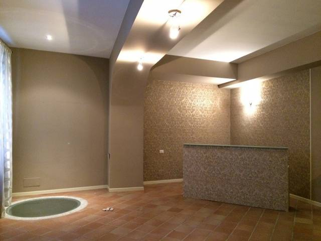 Negozio / Locale in affitto a Lodi, 9999 locali, prezzo € 1.500 | CambioCasa.it