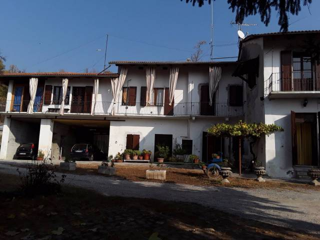Rustico / Casale in vendita a Cocconato, 6 locali, prezzo € 550.000 | CambioCasa.it