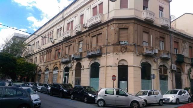 Negozio / Locale in affitto a Messina, 4 locali, prezzo € 3.000 | CambioCasa.it