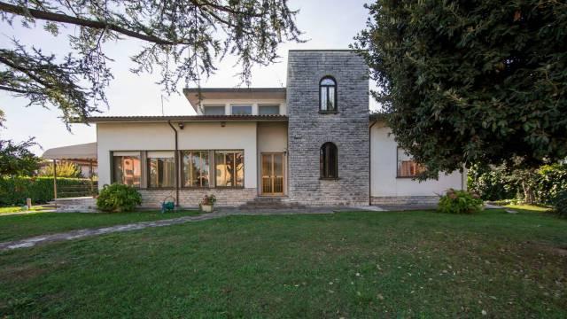 Villa in vendita a Ponte Buggianese, 6 locali, prezzo € 390.000 | CambioCasa.it