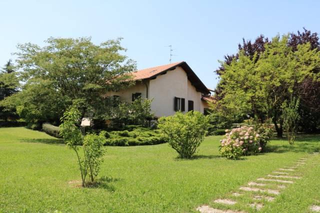 Villa in vendita a Busnago, 5 locali, Trattative riservate | CambioCasa.it