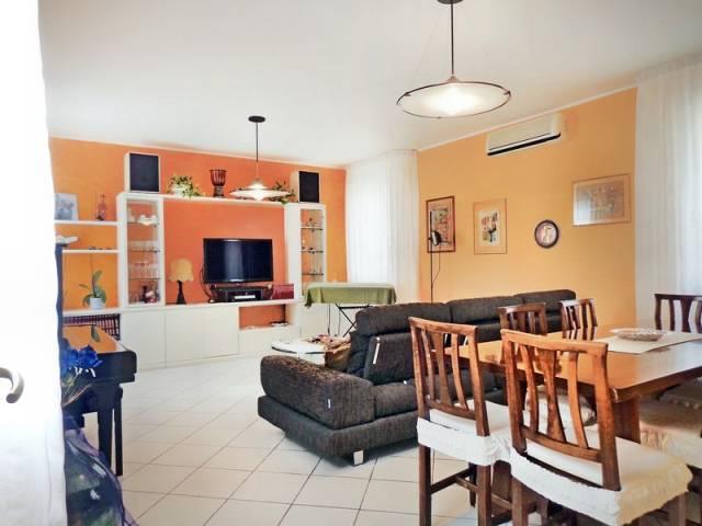 Villa in affitto a Poggio Renatico, 6 locali, prezzo € 1.500 | CambioCasa.it