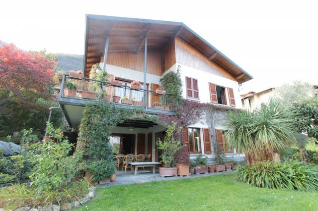 Villa in vendita a Oliveto Lario, 5 locali, prezzo € 750.000 | CambioCasa.it
