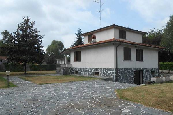 Villa in vendita a Lonate Pozzolo, 5 locali, prezzo € 140.000 | CambioCasa.it