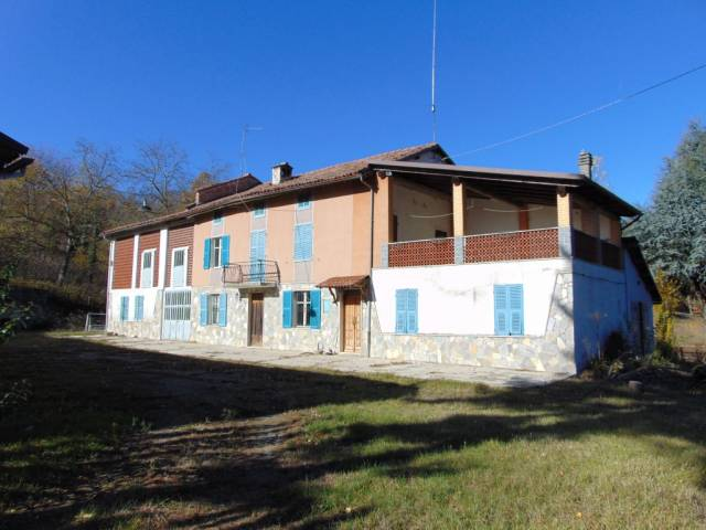 Rustico / Casale in vendita a Bruno, 6 locali, prezzo € 125.000 | CambioCasa.it
