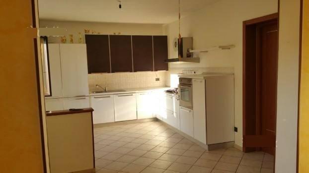 Appartamento in vendita a Goito, 4 locali, prezzo € 78.000 | CambioCasa.it