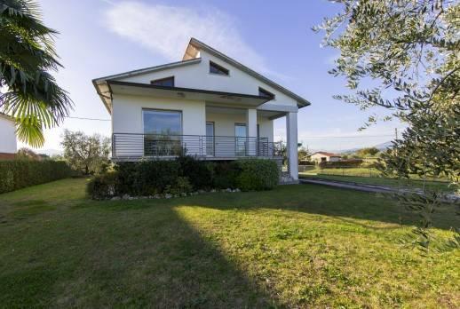 Villa in vendita a Altopascio, 9999 locali, prezzo € 390.000 | CambioCasa.it
