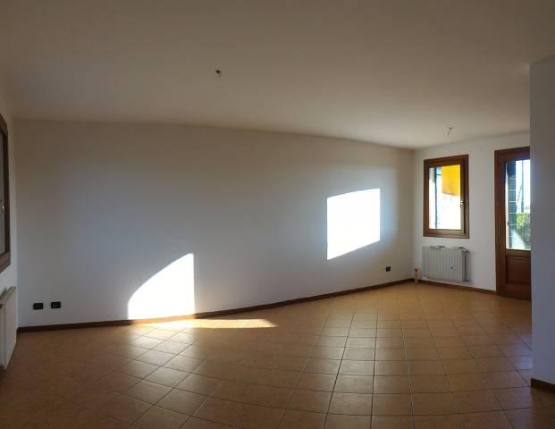 Villa in affitto a Roncade, 6 locali, prezzo € 600 | CambioCasa.it