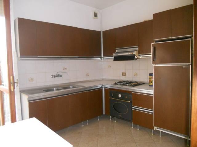 Appartamento in vendita a Guastalla, 3 locali, prezzo € 75.000 | CambioCasa.it