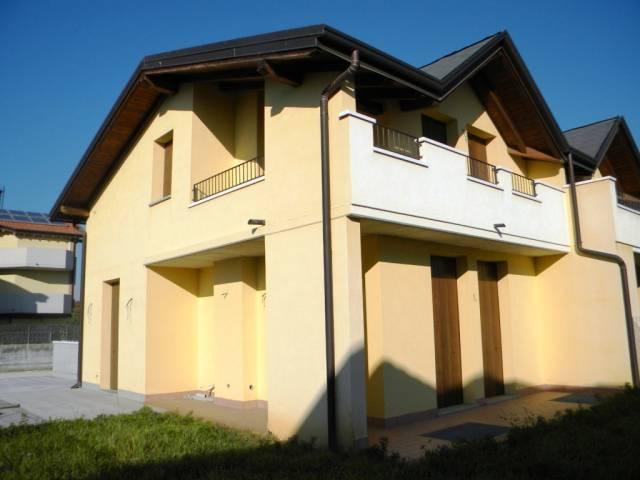 Villa in Vendita a Cairate