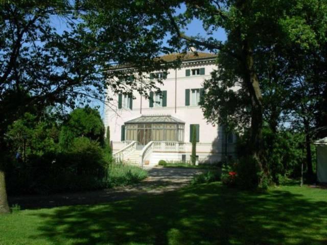 Villa in Vendita a Maranello