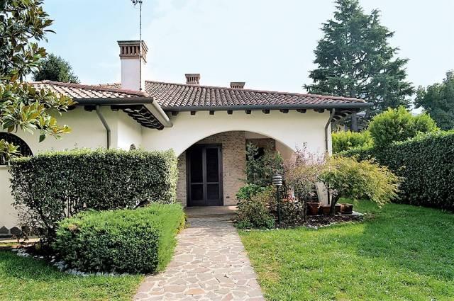 Villa in vendita a Vedano al Lambro, 4 locali, prezzo € 900.000 | CambioCasa.it