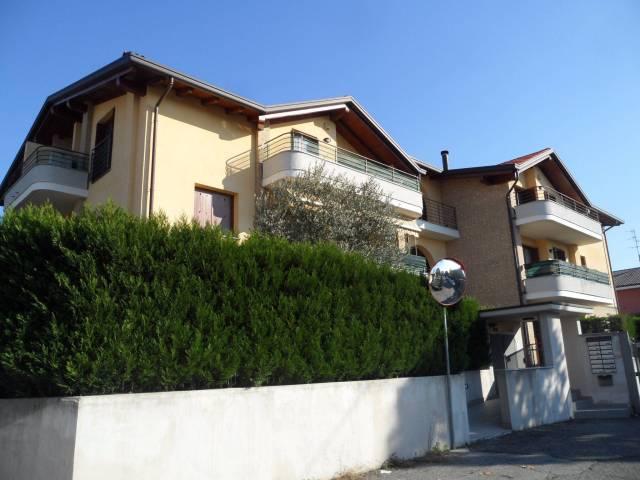 Attico / Mansarda in vendita a Verano Brianza, 3 locali, prezzo € 130.000   CambioCasa.it