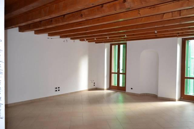 Ufficio / Studio in affitto a Valeggio sul Mincio, 2 locali, prezzo € 530 | CambioCasa.it
