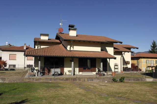 Villa in vendita a Travedona-Monate, 4 locali, prezzo € 298.000 | CambioCasa.it