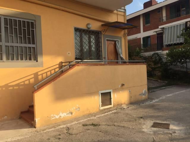 Appartamento in affitto a Pollena Trocchia, 3 locali, prezzo € 450 | CambioCasa.it