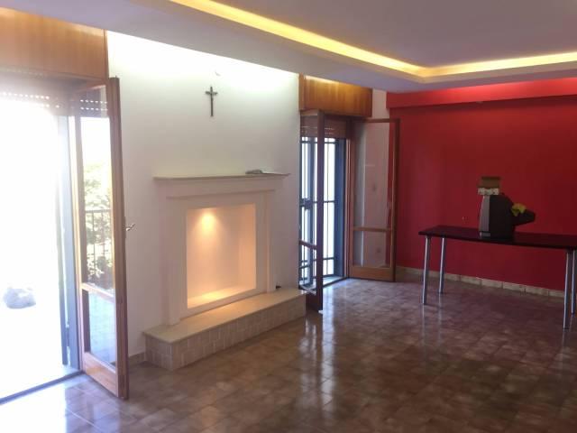 Appartamento in affitto a Pollena Trocchia, 4 locali, prezzo € 600 | CambioCasa.it