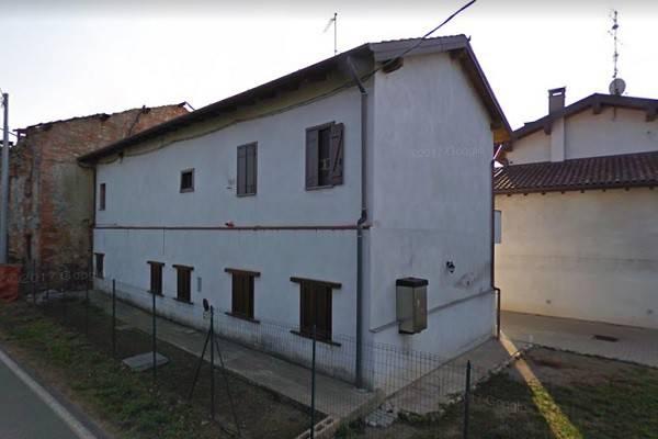 Rustico / Casale in vendita a Suno, 6 locali, prezzo € 75.000 | CambioCasa.it