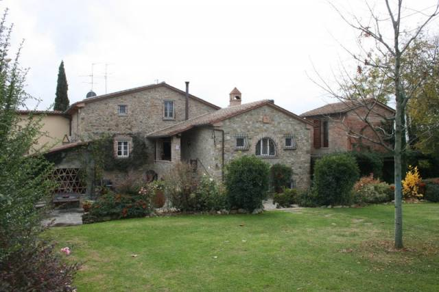 Rustico / Casale in vendita a Monterchi, 5 locali, Trattative riservate | CambioCasa.it