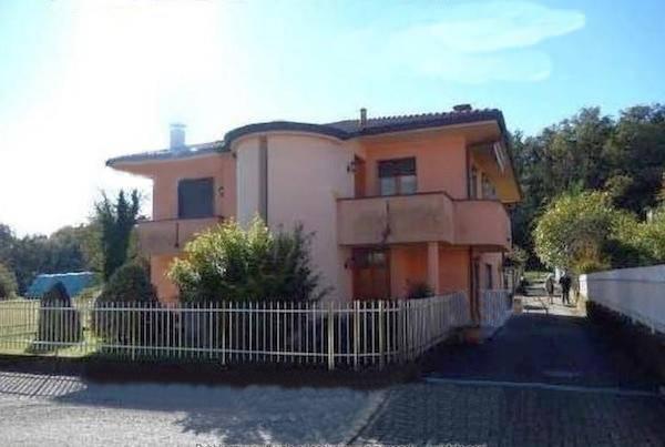 Villa in vendita a Gattico, 6 locali, prezzo € 130.000 | CambioCasa.it