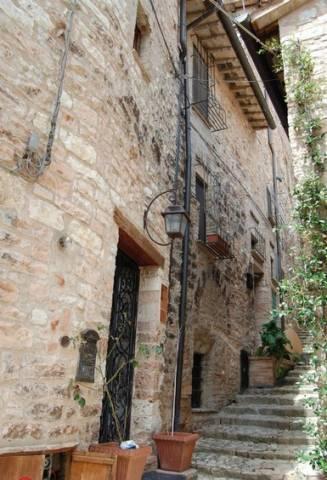Appartamento in vendita a Spello, 5 locali, prezzo € 170.000 | CambioCasa.it