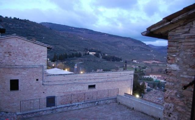 Appartamento in vendita a Spello, 5 locali, prezzo € 240.000 | CambioCasa.it