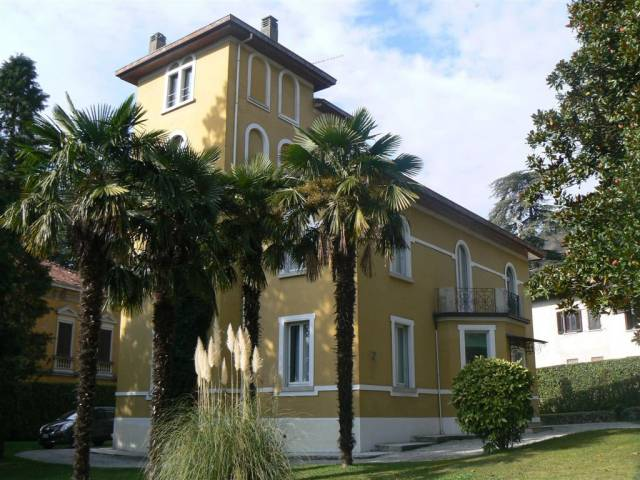 Villa in vendita a Viggiù, 6 locali, prezzo € 520.000 | CambioCasa.it