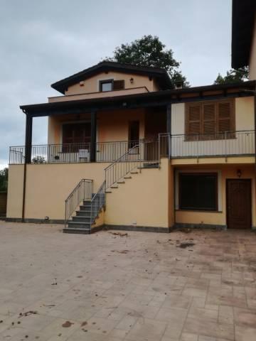 Villa in affitto a Rignano Flaminio, 3 locali, prezzo € 1.000 | CambioCasa.it