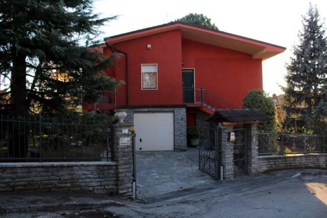 Villa in Affitto a Alba