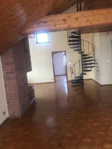 Appartamento in affitto a Pinerolo, 5 locali, prezzo € 700 | CambioCasa.it