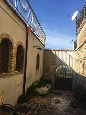 Palazzo / Stabile in vendita a Lanciano, 6 locali, prezzo € 190.000 | CambioCasa.it