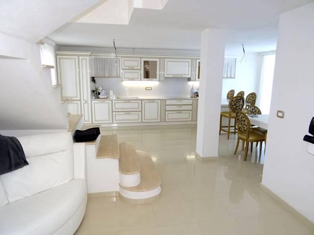 Villa in vendita a Asti, 5 locali, prezzo € 380.000 | CambioCasa.it