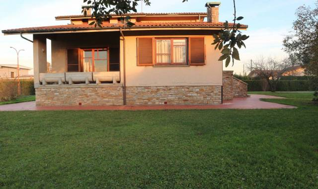 Villa in affitto a Ponte Buggianese, 6 locali, prezzo € 1.200 | CambioCasa.it