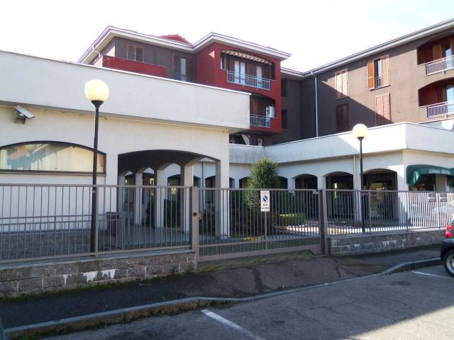 Negozio / Locale in vendita a Saronno, 6 locali, prezzo € 500.000 | CambioCasa.it