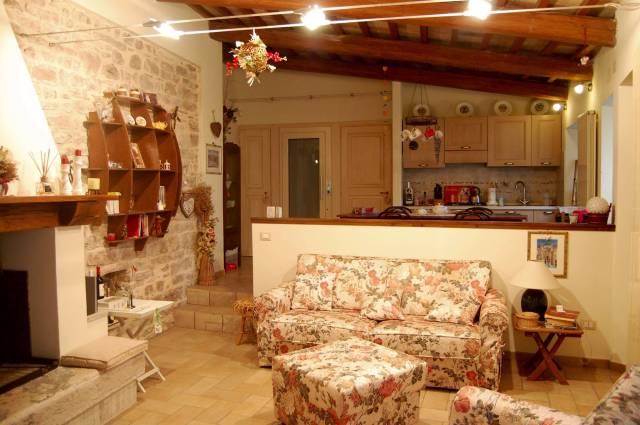 Appartamento in vendita a Spello, 4 locali, prezzo € 270.000 | CambioCasa.it