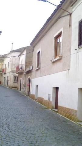 Palazzo / Stabile in vendita a Piana di Monte Verna, 5 locali, prezzo € 100.000   CambioCasa.it