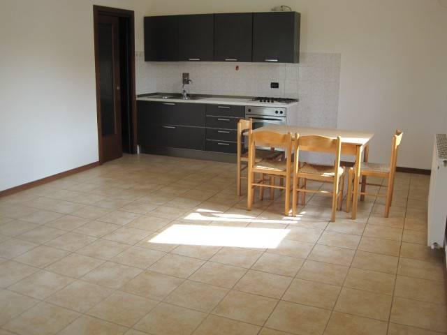 Appartamento in affitto a Fontanafredda, 4 locali, prezzo € 350 | CambioCasa.it