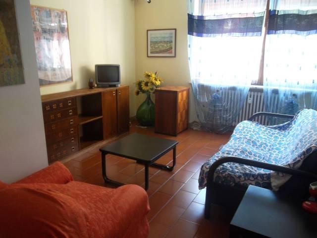 Appartamento in affitto a Ivrea, 2 locali, prezzo € 350 | CambioCasa.it