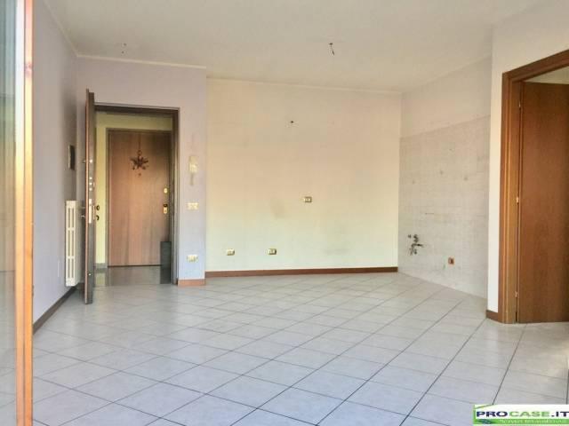 Appartamento in affitto a Saronno, 3 locali, prezzo € 550 | CambioCasa.it