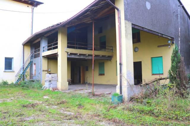 Rustico / Casale in vendita a Montichiari, 3 locali, prezzo € 420.000   CambioCasa.it