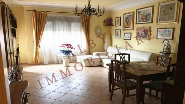 Appartamento in vendita a Marino, 4 locali, prezzo € 215.000 | CambioCasa.it
