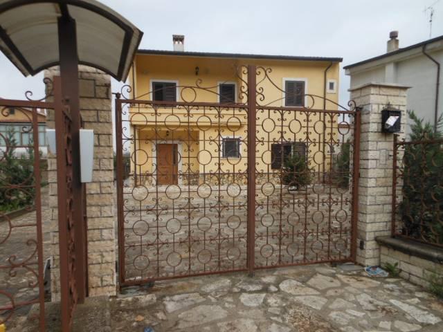 Villa in vendita a Riardo, 6 locali, prezzo € 280.000 | CambioCasa.it