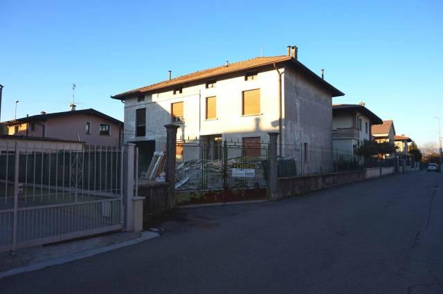 Rustico / Casale in vendita a Ghedi, 6 locali, prezzo € 200.000 | CambioCasa.it