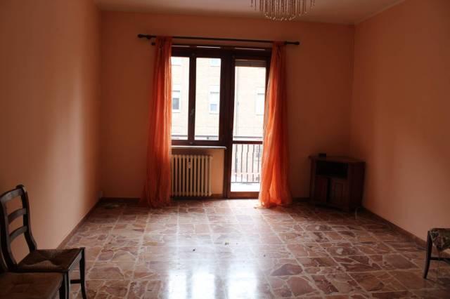 Appartamento in affitto a Alba, 4 locali, prezzo € 400 | CambioCasa.it