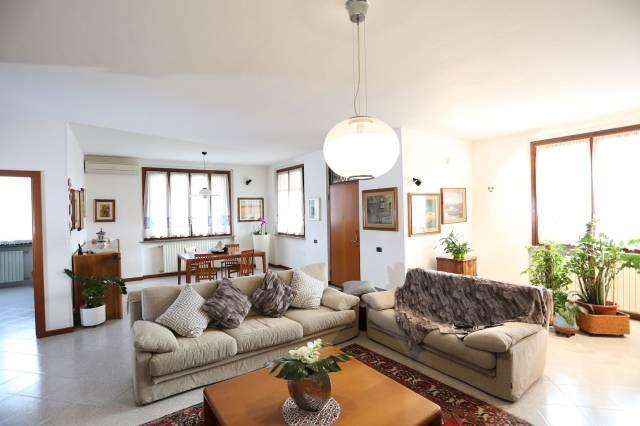 Villa in vendita a Massalengo, 5 locali, prezzo € 250.000 | CambioCasa.it