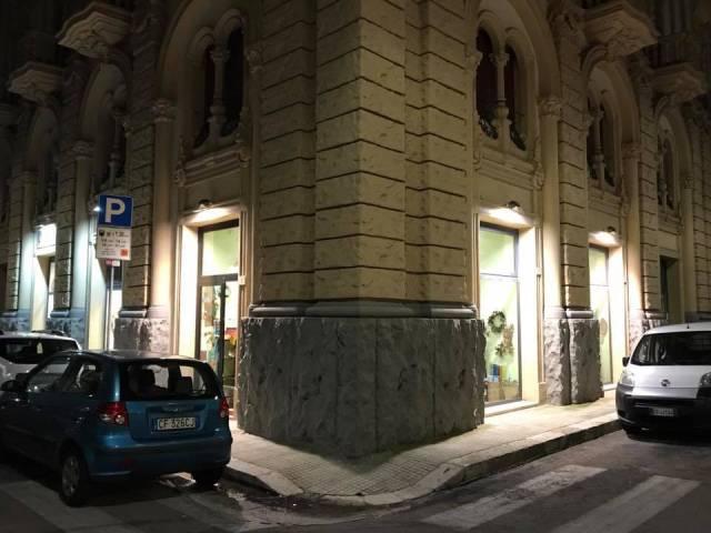 Negozio / Locale in affitto a Lecce, 2 locali, prezzo € 700   CambioCasa.it
