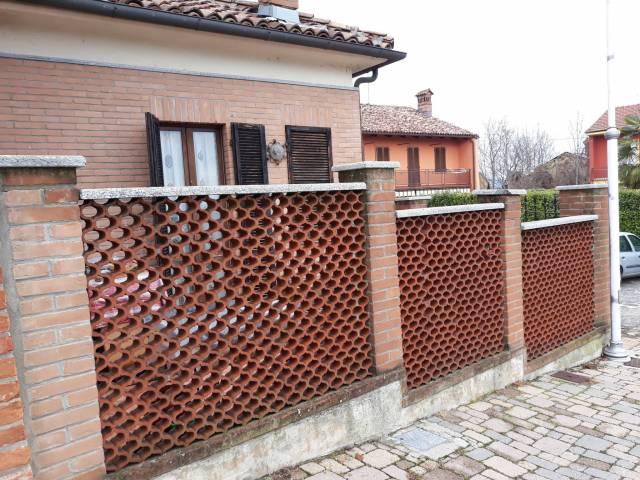 Villa in vendita a Alba, 3 locali, prezzo € 65.000   CambioCasa.it