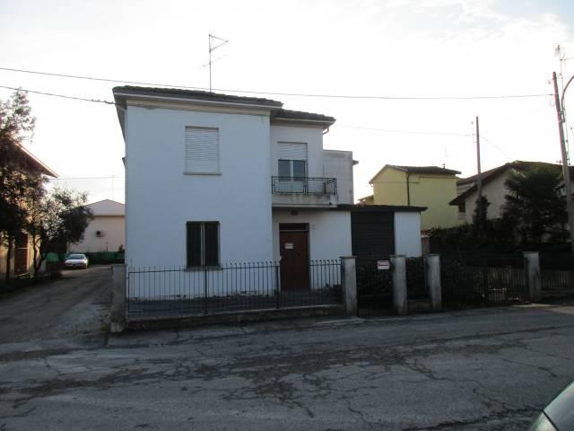Palazzo / Stabile in Vendita a Lugo