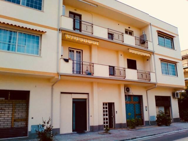 Appartamento in vendita a Monasterace, 5 locali, prezzo € 75.000   CambioCasa.it